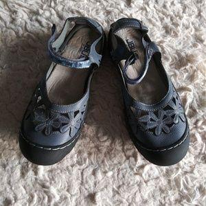 JBU sandals